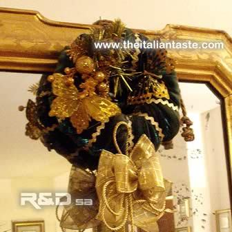 Christmas wreath made in gold and green, Italy-style