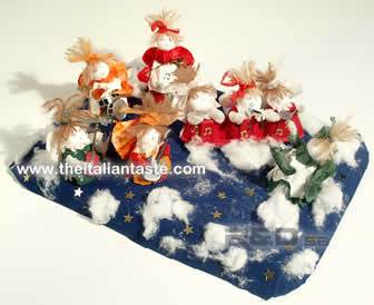 Handmade Christmas angels, easy to do and cheap. They're made with paper egg tray, paper, glue