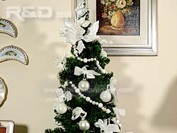 Christmas tree decorated with white balls and bows in different size