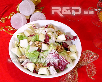 Green salad with walnuts and apples