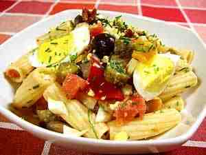 Pasta salad with borlotti beans - the image shows short pasta (penne) dressed with borlotti beans, grilled vegetables in oil, hard-boiled eggs, quartered and oil