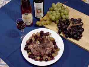poussin with fresh grapes served with red wine