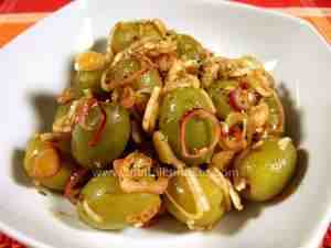 Olives seasoned with olive oil, vinegar, paprika, oregano, onion and garlic