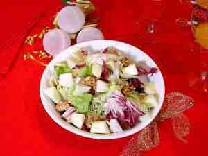 Green salad with apples and walnuts - Our recipes