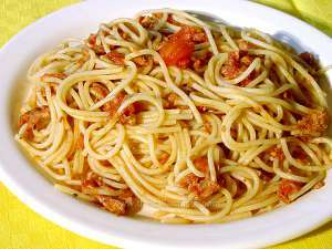 Spaghetti with tuna-and-tomato sauce in a white plate