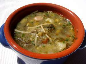 Vegetable soup with pesto sauce