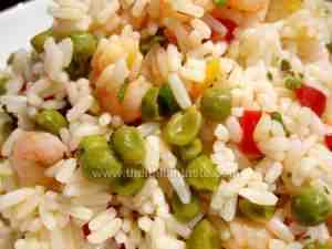 italian rice salad with prawns, peas and peppers