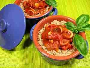 Whole-wheat emmer couscous combined with squids and bell peppers in tomato sauce